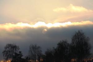 På kvelden va det veldig fin sol..bak skyan..