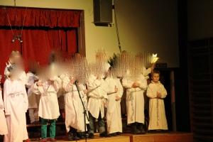 Sankta Luciaaa....Remi og klassa har forestilling for oss under juleavslutninga.