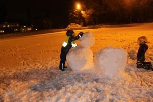Moro å knuse snømann!