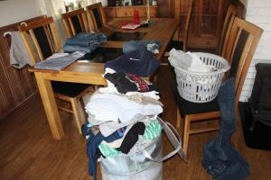 Kl 20.15 noen klær som skal legges sammen før filmkveld... og dette avslutter min EFIT for denne gang!