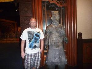 Jan i Kina me terrakottakrigere..