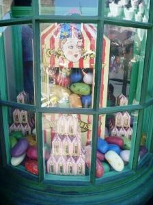 Allsmaksbønner.. og godteributikken.
