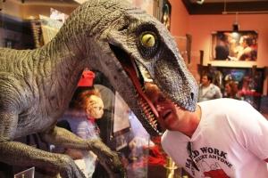 En raptor fra Jurassic Park spiser mannen min... Help!!!