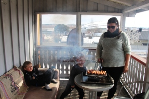 Så va det hjem å grille pølse på verandaen..
