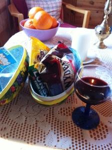 Jan sitt påskeegg, og rødvinsglass.. kose oss på hytta!