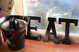 Eat!! Og juicepressa eg har lånt av Kristin.