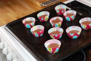 Kl 17.15, lager muffins til gutta og en kompis som er på besøk.