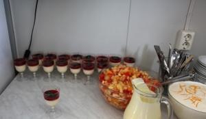 Dessertan, panna cotta (by me) fruktsalat og appelsinris!