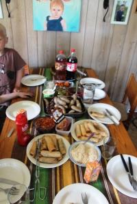 Reste og diverse middag me Thorgeir, Irene og guttan! :D Det va vårrulla, reinskav og Kobbekjøtt...
