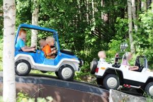 Phillip kjører bil mens eg og Remi var å prøvde Trollfallet.