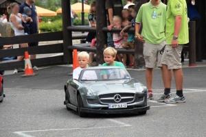 Remi fikk kjøre en litt større og raskere bil, og Phillip så heldig som fikk sitte på!