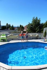 Så heldige vi er som kan bruke bassenget til Heidi og Frank... :D
