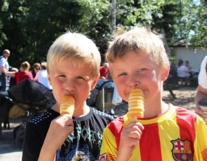 Gutta har fått seg is... Bestevenner! !