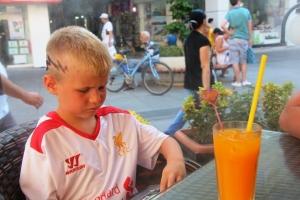 Eg og guttan drakk ferskpressa appelsinjuice!