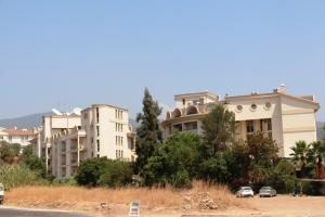 Hotellet vårt, vi bodde i den 3 og 4 buen(fra høyre) i den bygningen til venstre i bildet. i 4 etasje altså.