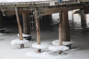 Vannstanden har nok gått ned sida det frøs på...