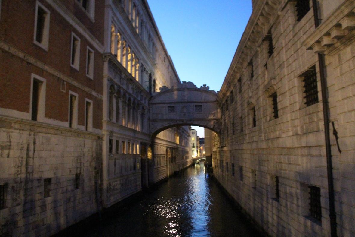 Italia (1074)